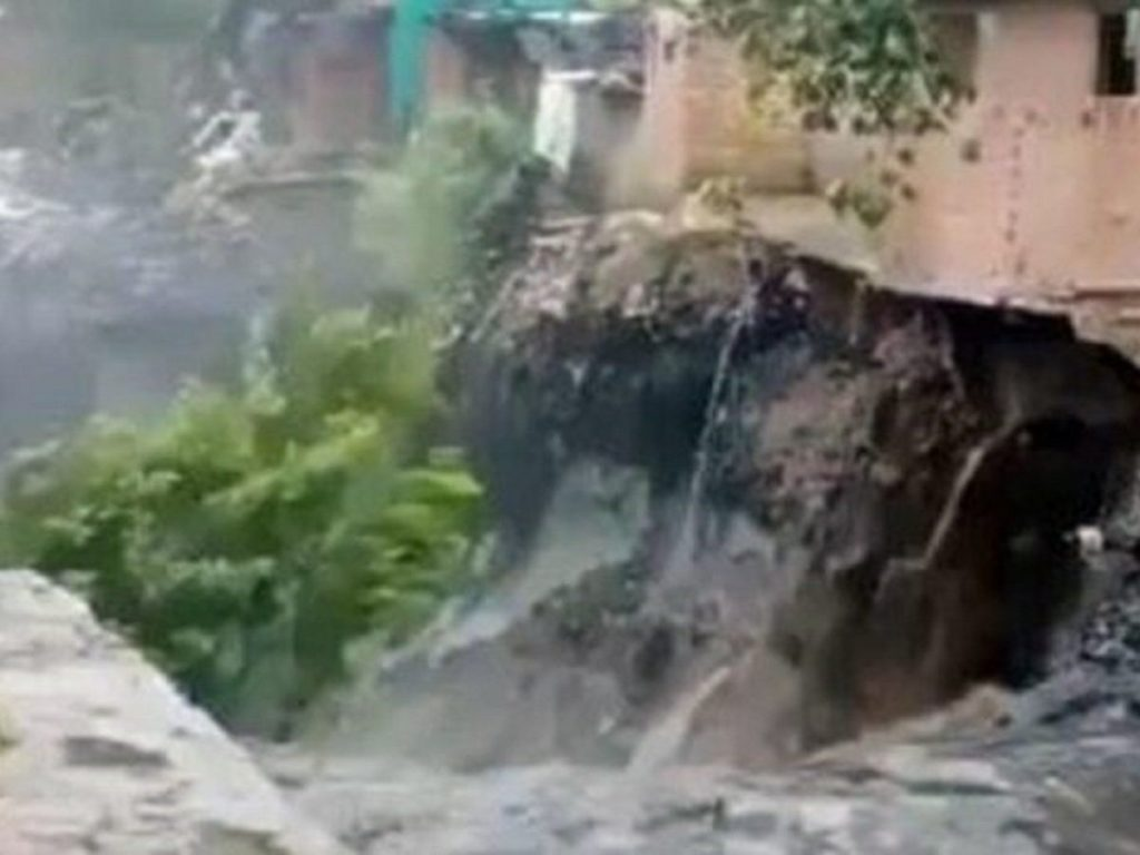 House flooded in Rainfall in ITO delhi